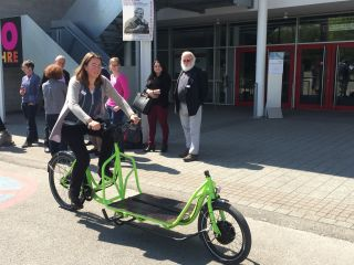 Test driving of cargo bikes during seminar for German traffic engineers